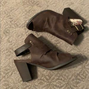 Sugar Shoes - Brown Runched bootie sandal 7.5